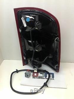GMC Sierra LH Driver Side TAIL LAMP/ BRAKE LIGHT Assembly new OEM 25958484